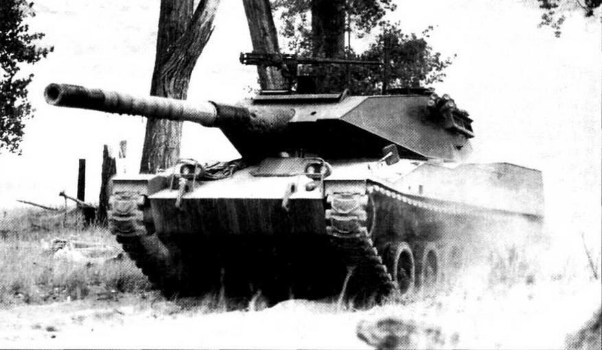 Прототип легкого танка «Стингрей» во время испытаний