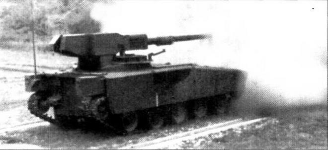 Легкий танк AGS во время боевых стрельб
