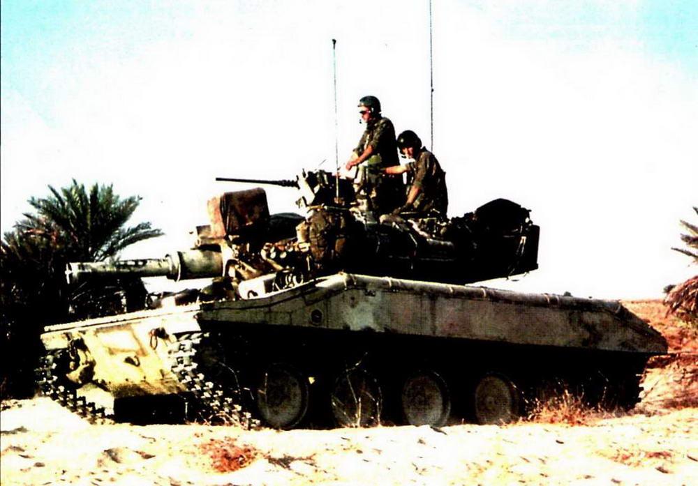 Легкий танк «Шеридан» во время «Войны в Заливе», 1991 г. Участие «шериданов» здесь в основном сводилось к маневрированию по пустыне, ожидают отправки домой