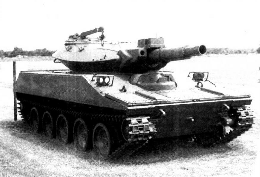 Один из предсерийных образцов танка М551. Обращает на себя внимание несколько отличная от серийных машин форма волноотражательного щита