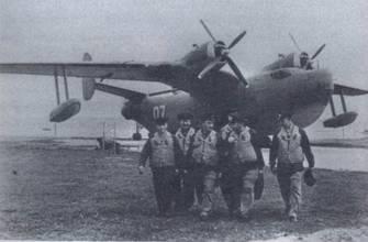 Экипаж самолета Бе-6 после полета