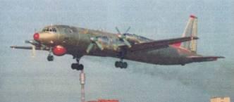 Самолет Ил-38 заходит на посадку
