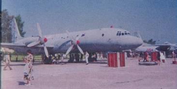 Самолет Ил-38; вид 3/4 справа