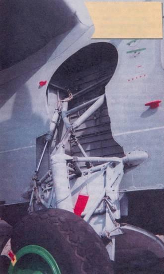 Благодаря убираемому шасси Бе-12, удалось обеспечить круглогодичную эксплуатацию гидросамолета