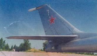 Хвостовое оперение самолета, в верхней части киля расположен магниточувствительный блок магнитометра ММС-106 «Ладога»