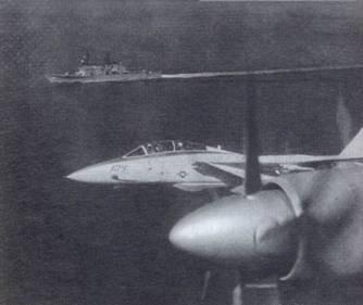 Самолет Ил-38 в сопровождении самолетаВМС США F-14