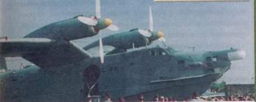Средняя часть лодки, перед нишей шасси входная дверь в переднюю кабину