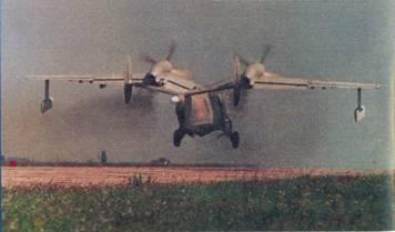 Самолет Бе-12 перешел в набор высоты, левая стойка шасси убирается