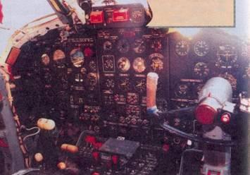 Приборная доска в кабине летчиков, штурвал помощника командира корабля
