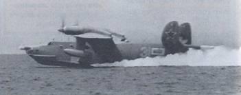 Самолет Бе-12 рулит с выходом на редан