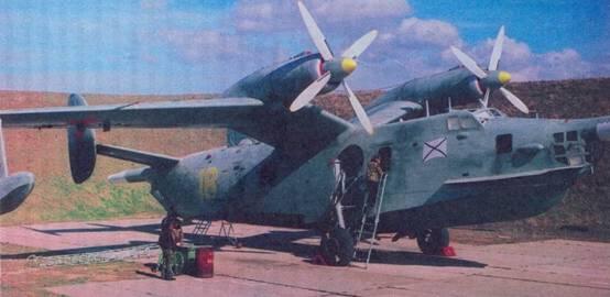 Самолет Бе-12 на аэродроме Кача (Крым)