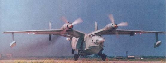 Самолет Бе-12 во второй фазе разбега, видно, что хвост поднят слишком высоко
