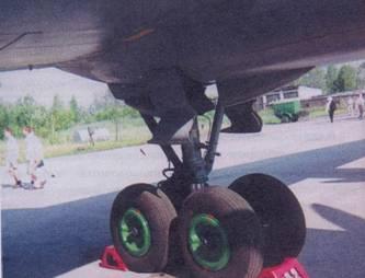 Основная опора шасси Ил-38