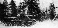 СУ-100, вооруженная 85-мм орудием большой мощности Д-10-85, вид слева.