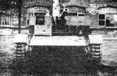 Арттанк АТ-1 с откинутыми бортами рубки для стрельбы с закрытой позиции.