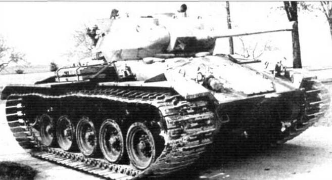 Танк М24 с уширенными гусеницами. Внешние контуры схожи с нашим Т34