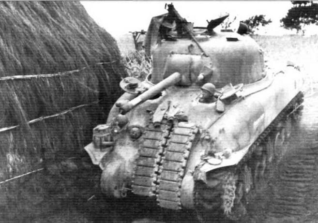 В центре: Танк М4А1 командира роты «F» 13-го танкового полка 1-й танковой дивизии. Италия, Анцио. Апрель 1944 г.