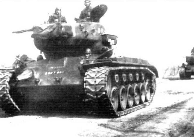 Внизу: Колонна «першингов» французской армии в Германии. 1953 г.