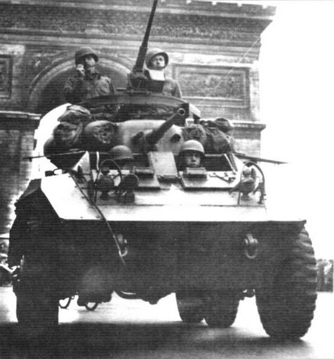 Бронеавтомобиль М8 из американского 705-го танкового батальона на параде в Париже. Июль 1944 г.