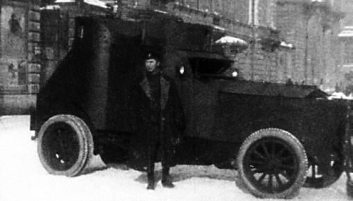 Броневик «Армстронг-Уитворт-Фиат». Петроград, февраль 1917 года (РГАКФД).