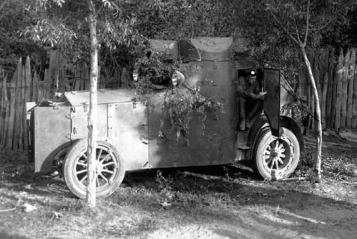 Бронемашина «Армстронг-Уитворт-Фиат» на маневрах Красной Армии.