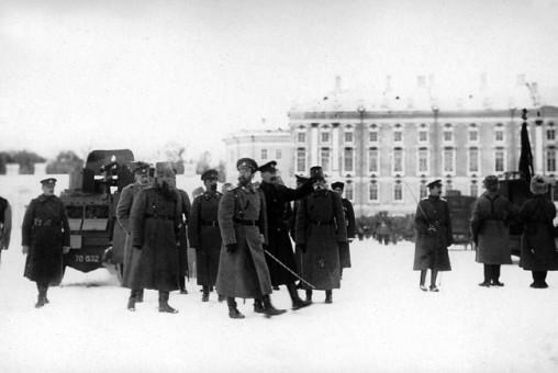 Император НиколайII на смотре Бельгийского бронедивизиона в Царском Селе. Декабрь 1915 года (РГАКФД).