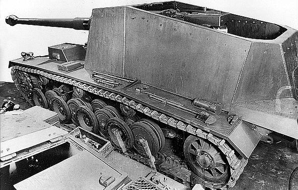 Panzer-Selbstfahrlafette V в сборочном цеху