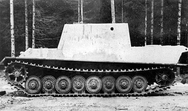 Прототип «Ягдтигра» с ходовой частью конструкции Ф.Порше на полигоне. Вооружение еще не установлено. Весна 1944 года