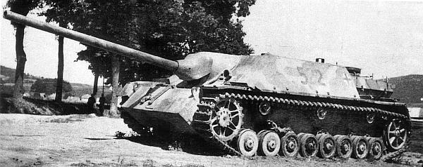 Panzer IV/70 поздних выпусков, о чем можно судить по двум передним необрезиненным опорным каткам