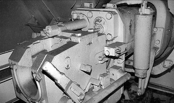 Казенная часть 75-мм пушки StuK 42, установленной в боевом отделении САУ Panzer IV/70(V)