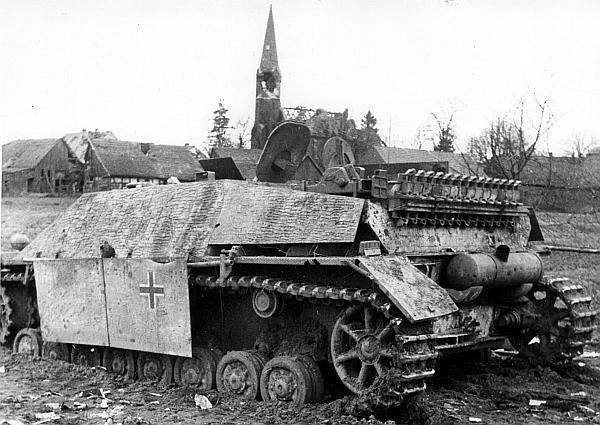 Jagdpanzer IV, подбитый на подступах к Берлину. Апрель 1945 года