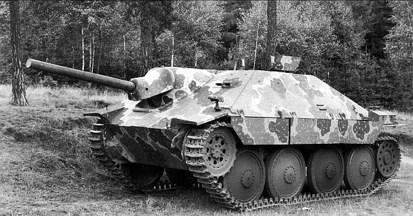 Прототип САУ Hetzer производства завода Skoda в Плзене. За исключением направляющего колеса машина идентична выпускавшимся фирмой ВММ в Праге. Лето 1944 года