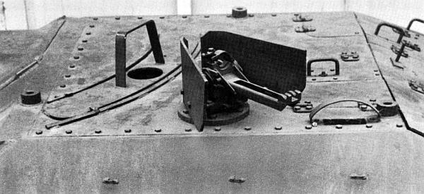 Установка Rumdumfeuer для пулемета MG 42 на крыше боевого отделения САУ Hetzer