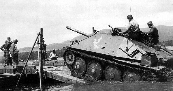 Истребитель танков ST-I на маневрах Чехословацкой народной армии. Начало 1950-х годов