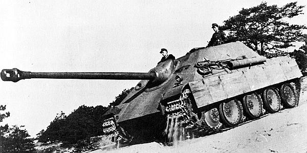 Первый прототип самоходной установки «Ягдпантера» во время испытаний зимой 1944 года