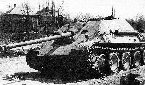 «Ягдпантера», подбитая в боях у озера Балатон. Венгрия, март 1945 года