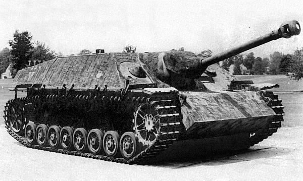 Истребитель танков Jagdpanzer IV. Это машина ранних выпусков с двумя амбразурами в лобовом листе рубки