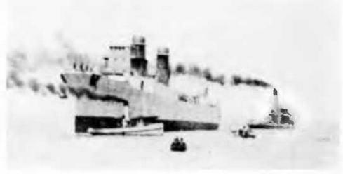 """Легкий крейсер """"Оттавиано Август"""" на стапеле и во время спуска на воду. 1942 г."""