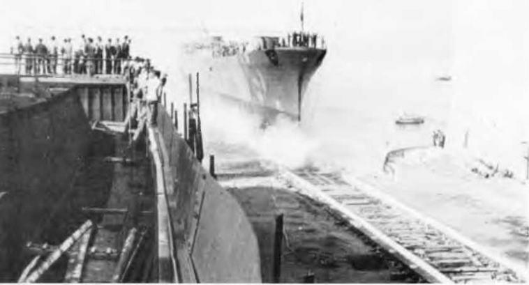 "Легкий крейсер ""Корнелио Силла"" во время спуска на воду. 28 июня 1941 г."