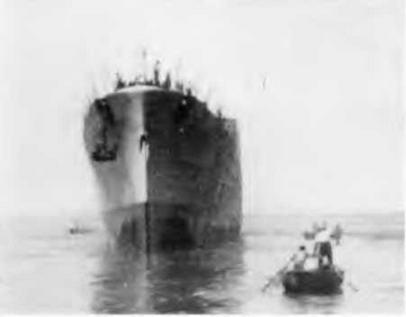 """Легкий крейсер """",Помпее Магно"""" после спуска на воду. 24 августа 1941 г. (2 фото вверху)"""