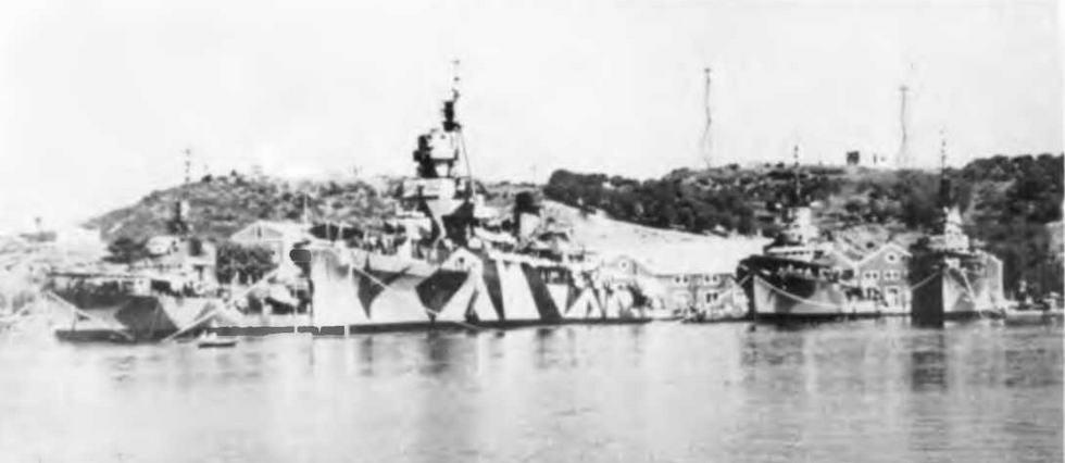 """Легкий крейсер """"Аттилио Реголо"""" 8 ноября 1942 г. и в 1943 г. (внизу)"""