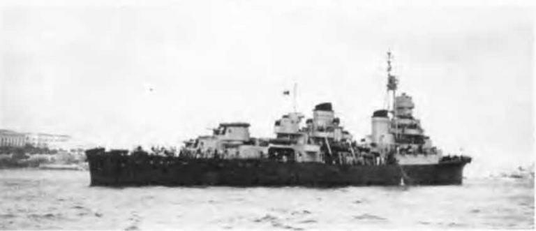 """Легкий крейсер """"Сципионе Африкано"""" в 1943 (2 фото вверху) и в 1944 гг."""