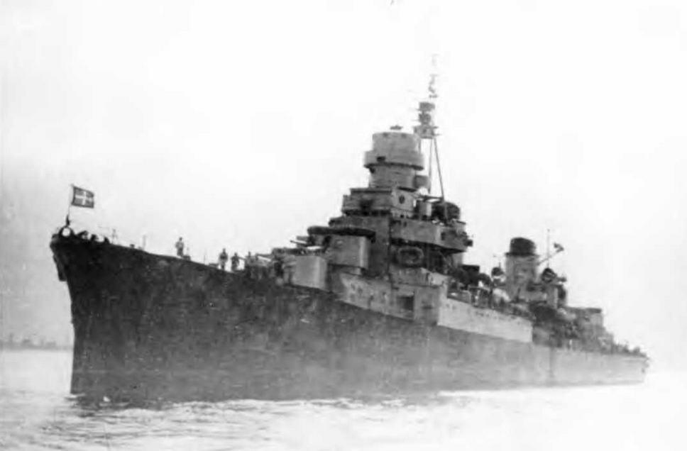 """Легкие крейсера """"Джулио Германико"""" в 1943 г. и """"Сципионе Африкано"""" в 1944 г. (2 фото внизу)"""