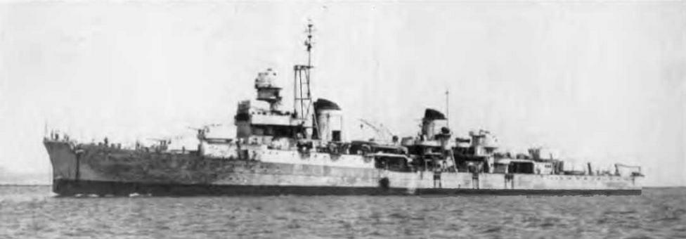 "Легкие крейсера ""Сципионе Африкано"" в 1946-1947 гг. и ""Аттилио Реголо"" в августе 1947 г."