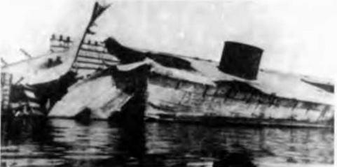 """""""Помпео Магно"""" в 1943 г.(вверху),"""