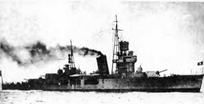 """Легкие крейсера """"НингХай"""" в 1932 г. (вверху) и """"ПингХай"""""""
