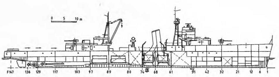 """Легкий крейсер """"Иошима"""" (б. """"Нинг Хай""""). Август, 1944 г. (Продольный разрез и вид сверху)"""