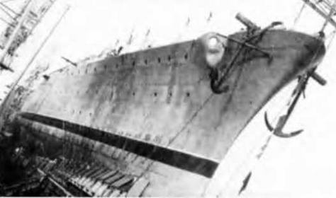 "Корпус легкого <a href='https://arsenal-info.ru/b/book/2414474991/4' target='_self'>крейсер</a> ""Этна"" (б. ""Таксин"") перед спуском на воду 28 мая 1942 г."