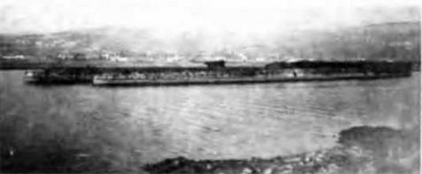 """Корпуса легких крейсеров """"Везувио° и """"Этна"""" в Триесте. Октябрь 1947г"""