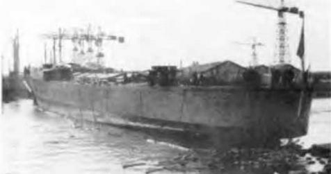 "Легкий крейсер ""Сципионе Африкано"" на стапеле и во время спуска на воду 12 января 1941 г."